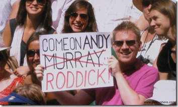 andy murray fans cheer for roddick after murray's defeat