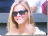brooklyn decker 1 - watching andy roddick - wimbledon 2009