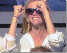 brooklyn decker 6 - cheering for andy roddick - you go guy - wimbledon 2009