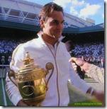 feder holding trophy - wimbledon 2009