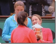 Henin hands Ivanovic Trophy at 2008 French Open