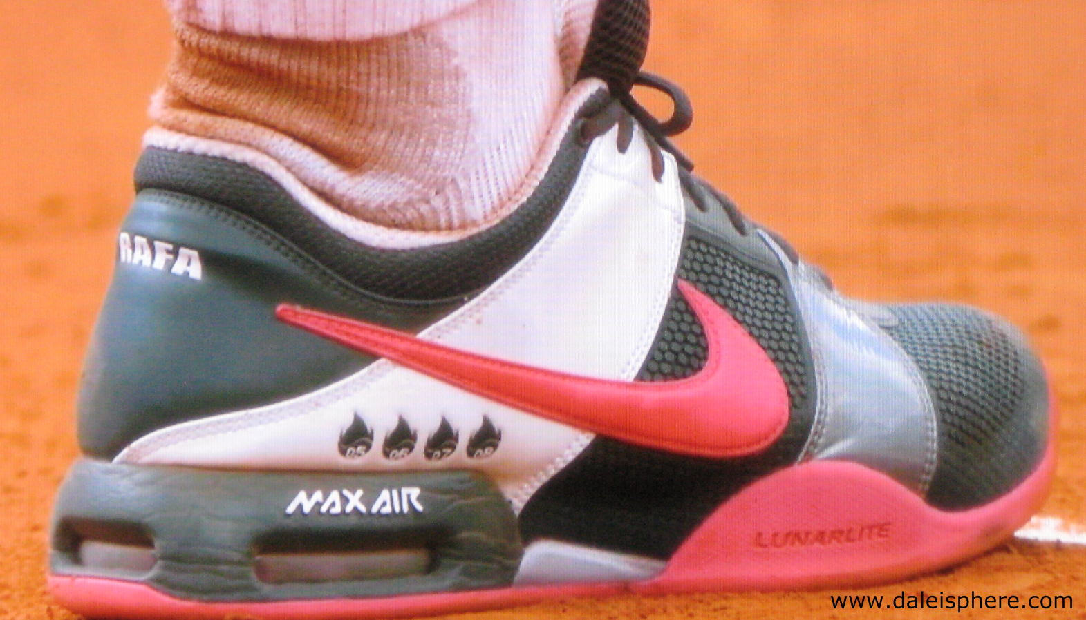 french open 2009 - nadal tennis shoes - single shoe side view
